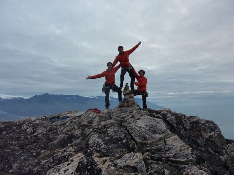 20130802 T, J & P at Uummannaq summit 177kb
